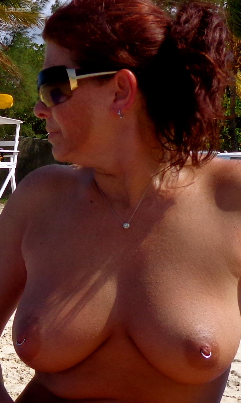 Medium Tits Of My Wife Topless Amanda