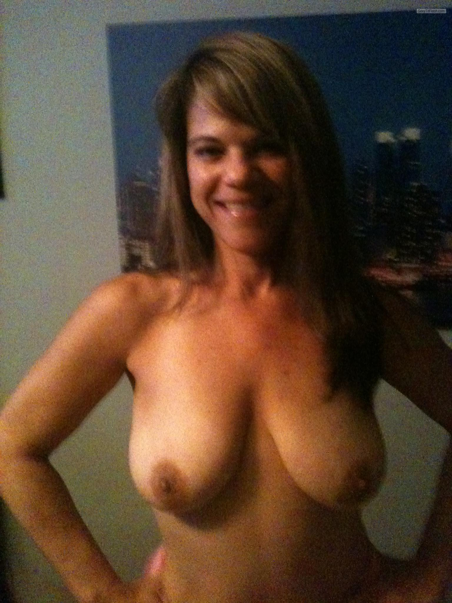 Medium Tits Of My Wife Topless Bry