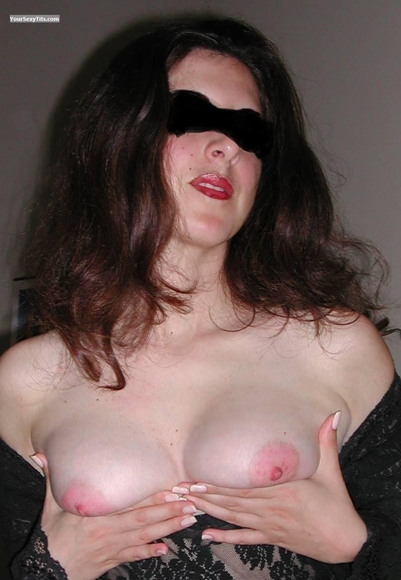 Tit Flash: Medium Tits - Juicy Nipples from United States