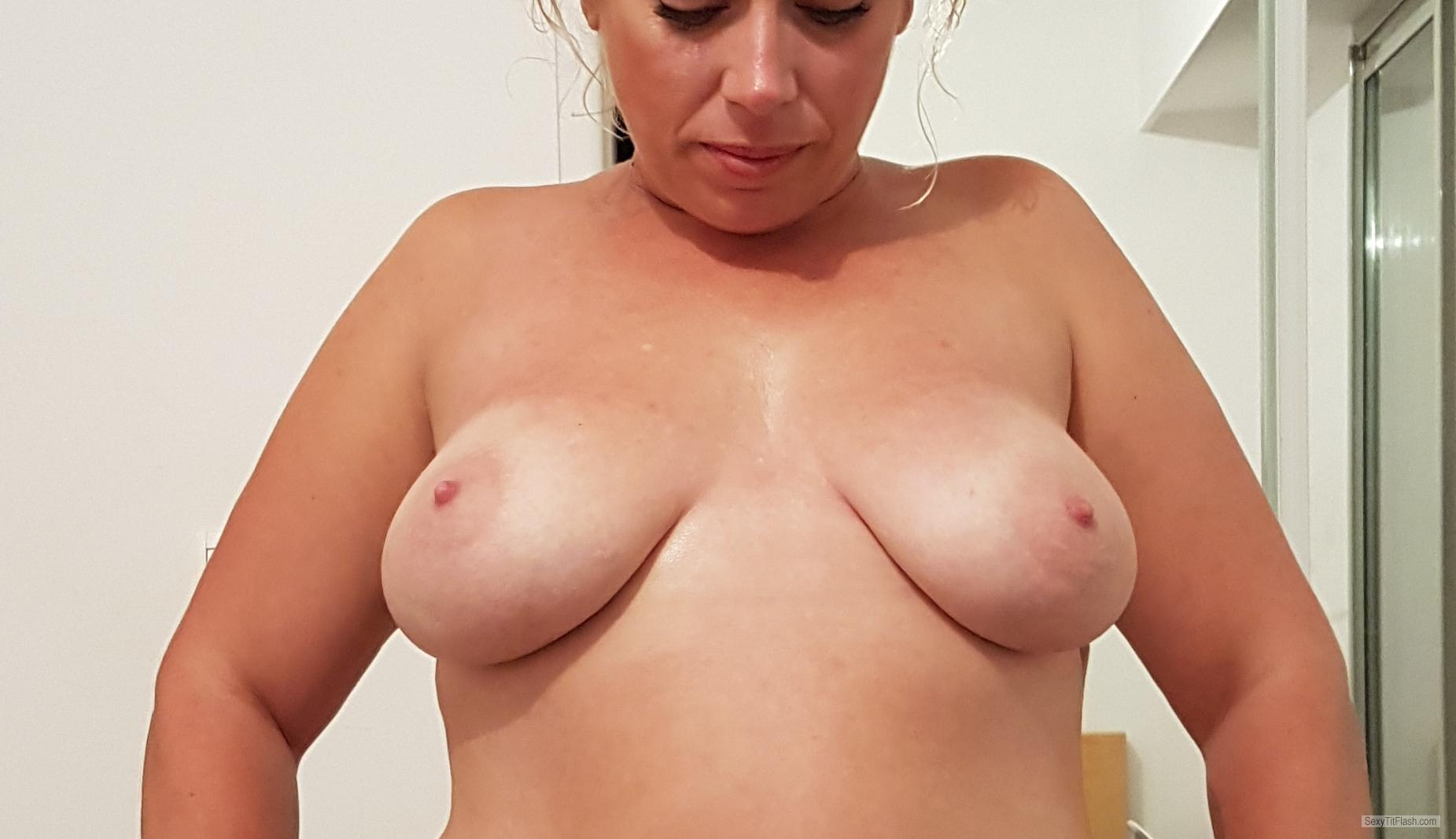 Medium Tits Of My Wife Topless Ausmeow
