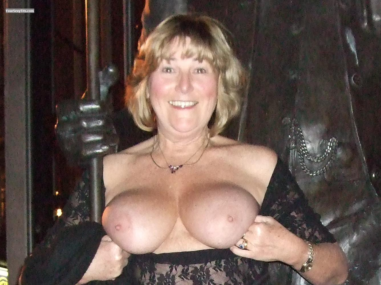 Medium Tits Topless Marilyn