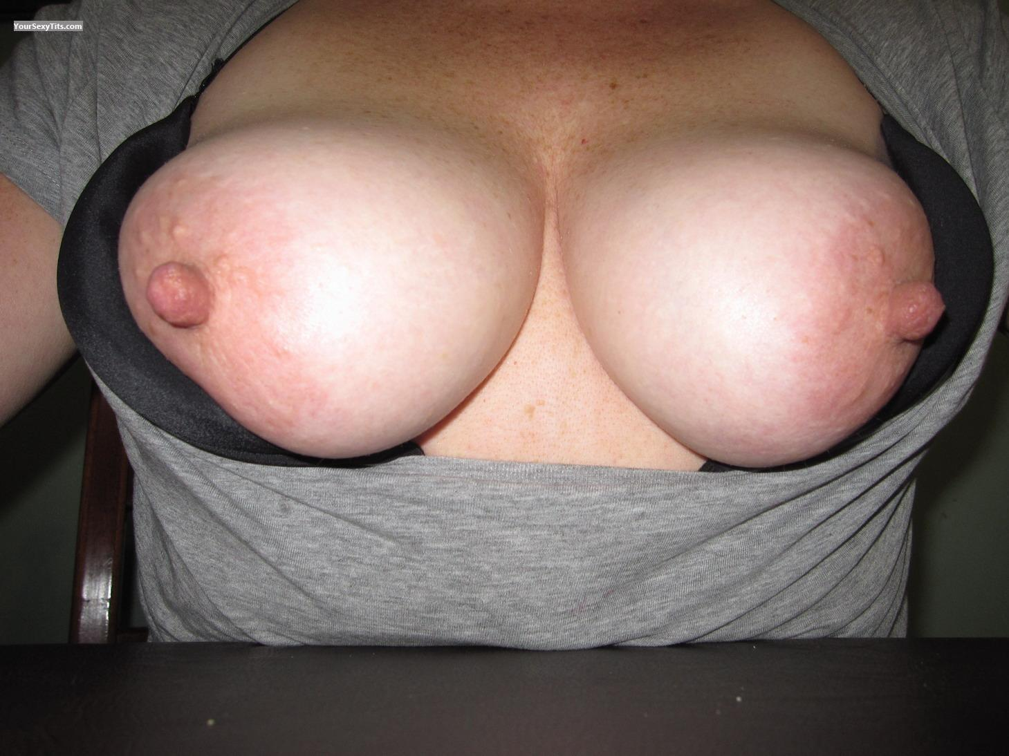 Tit Flash: Medium Tits - Tess from Australia