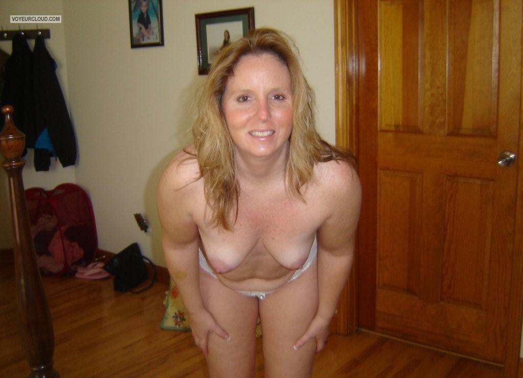 Medium Tits Of My Wife Topless Cute Wife
