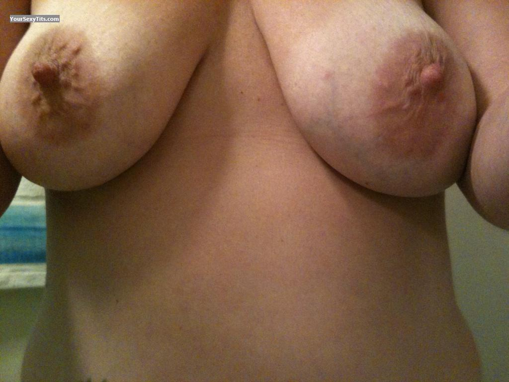 Tit Flash: Girlfriend's Medium Tits (Selfie) - Pebbles from United States