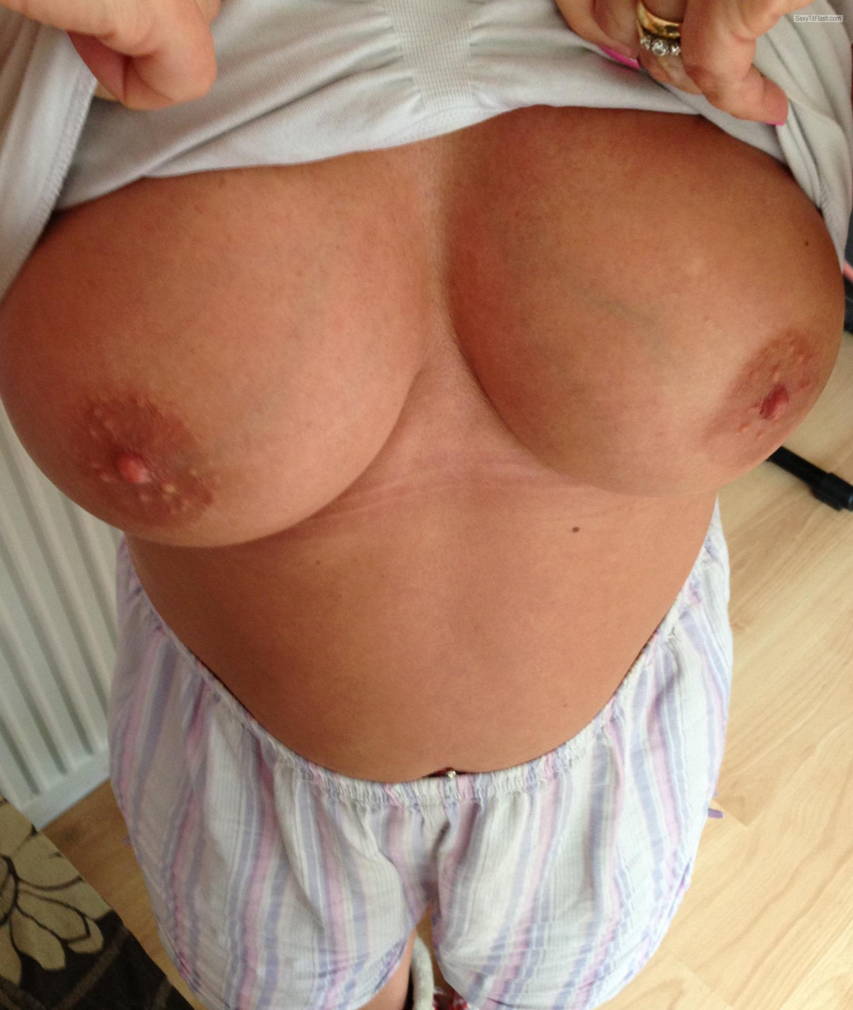 Tit Flash: Wife's Big Tits - Elizabeth from United Kingdom