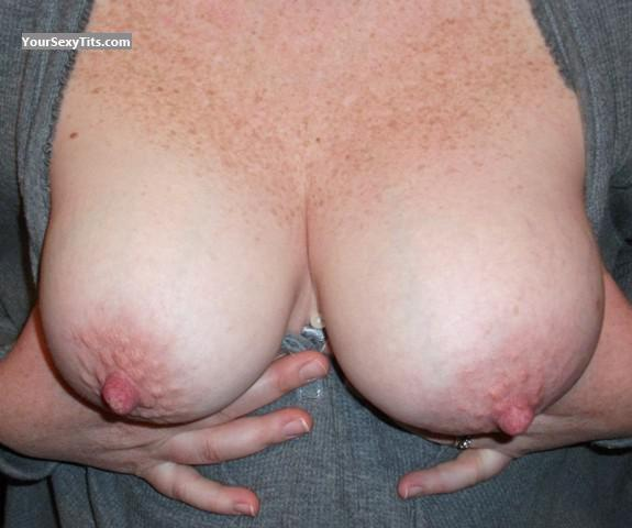 Medium Tits Mary