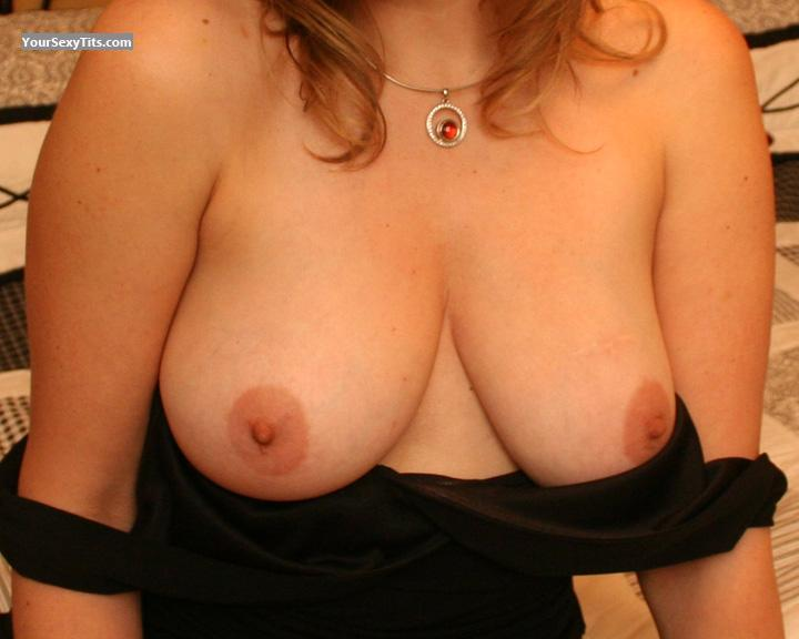 Tit Flash: Medium Tits - Lisa from United States