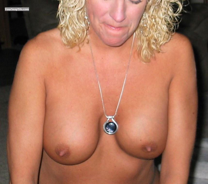 Tit Flash: My Medium Tits - Ariannx from United States