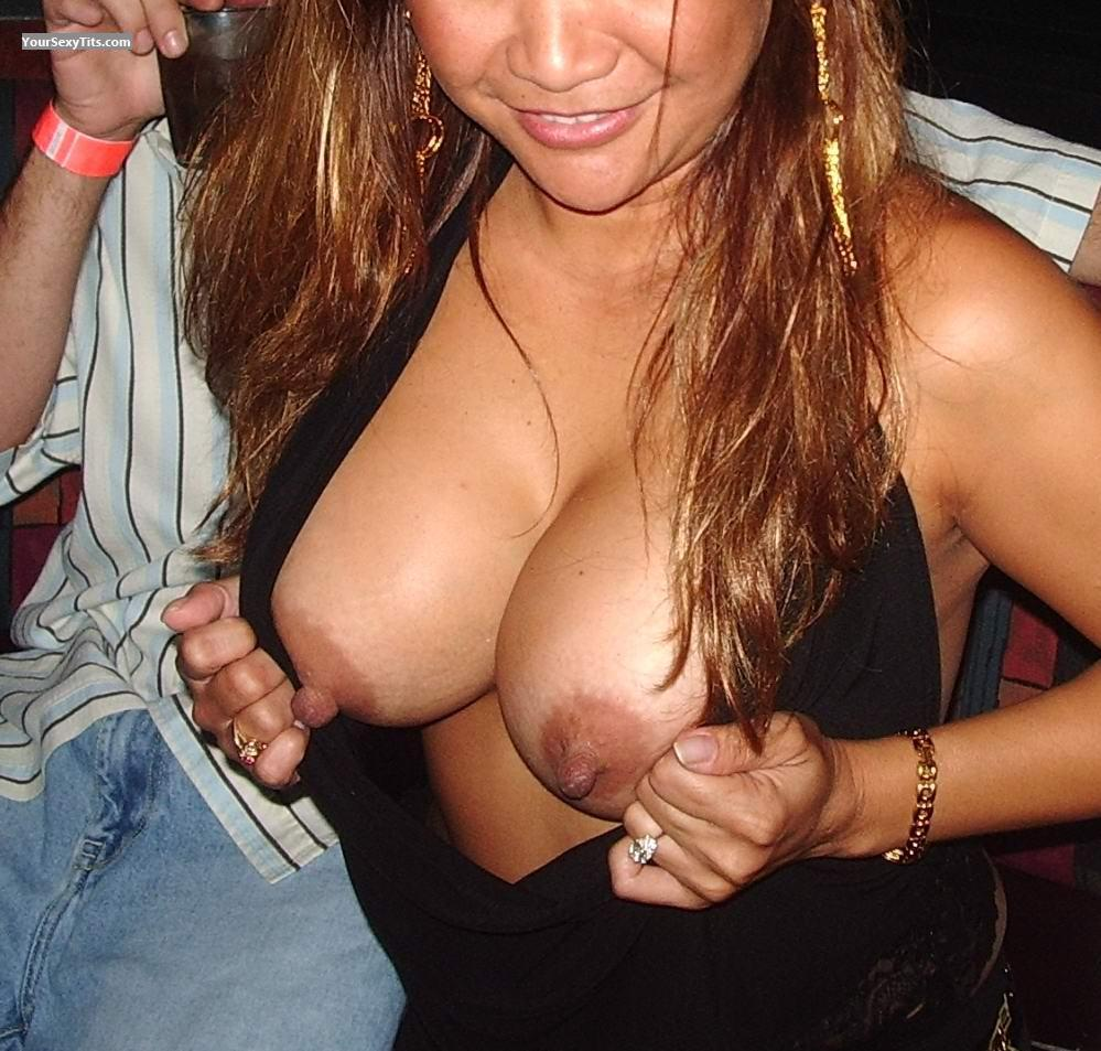 SEXY BUTTS boob flashing in club cum queen