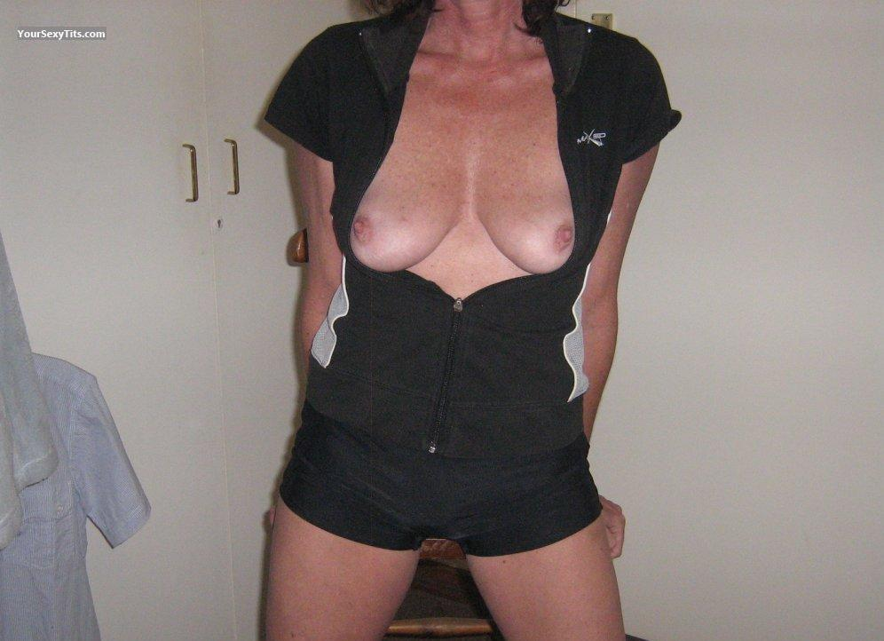 Tit Flash: Medium Tits - Famona, Randburg , Gauteng from South Africa