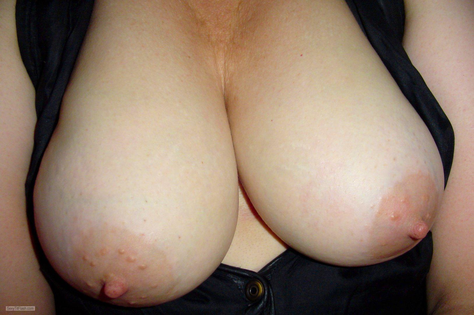 Tit Flash: Wife's Big Tits - Nipples from United States