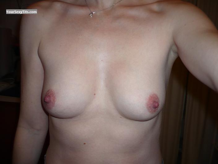 Tit Flash: Medium Tits - Katarina from United Kingdom