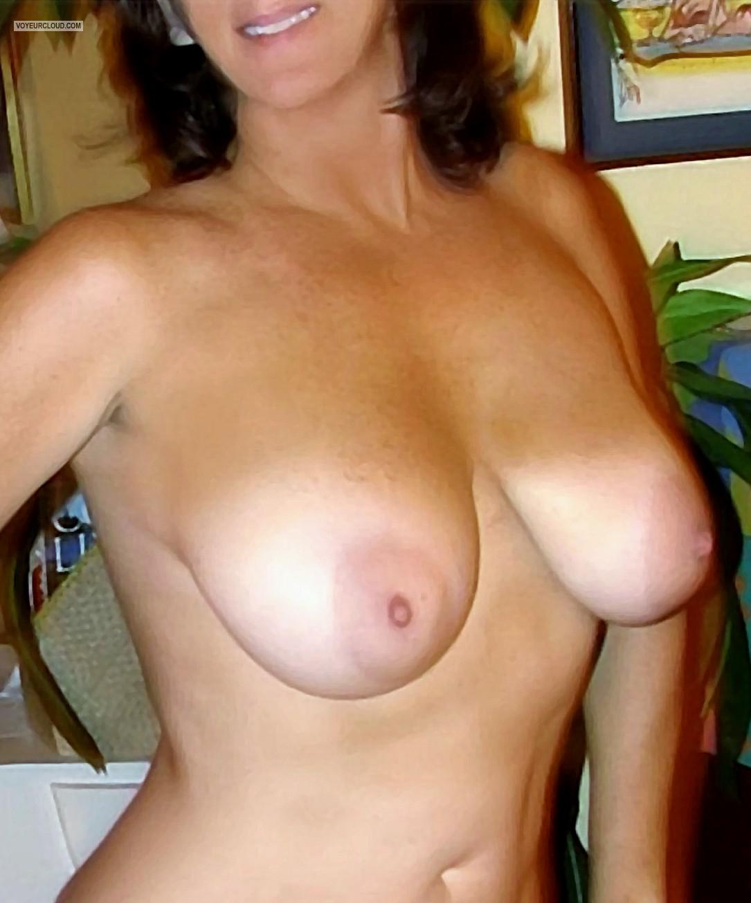 Tit Flash: Wife's Medium Tits - Perfecto from United States