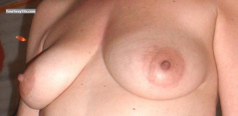 Medium Tits Yonni