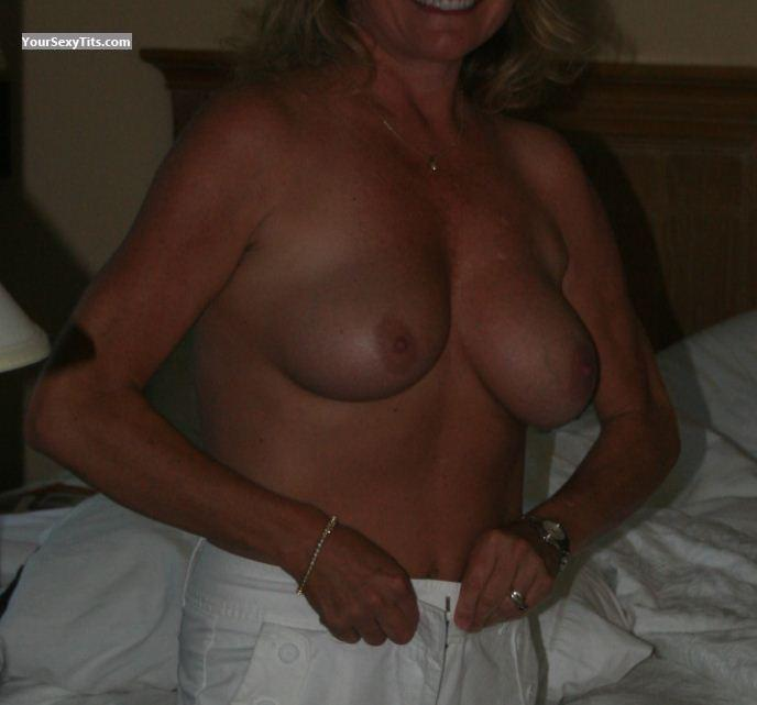 Medium Tits Sandy