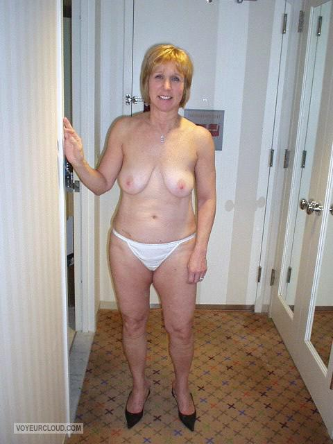 Medium Tits Of My Room Mate Topless Hotel Flash