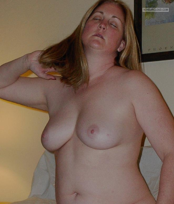 Medium Tits Of My Wife Topless Elizabeth