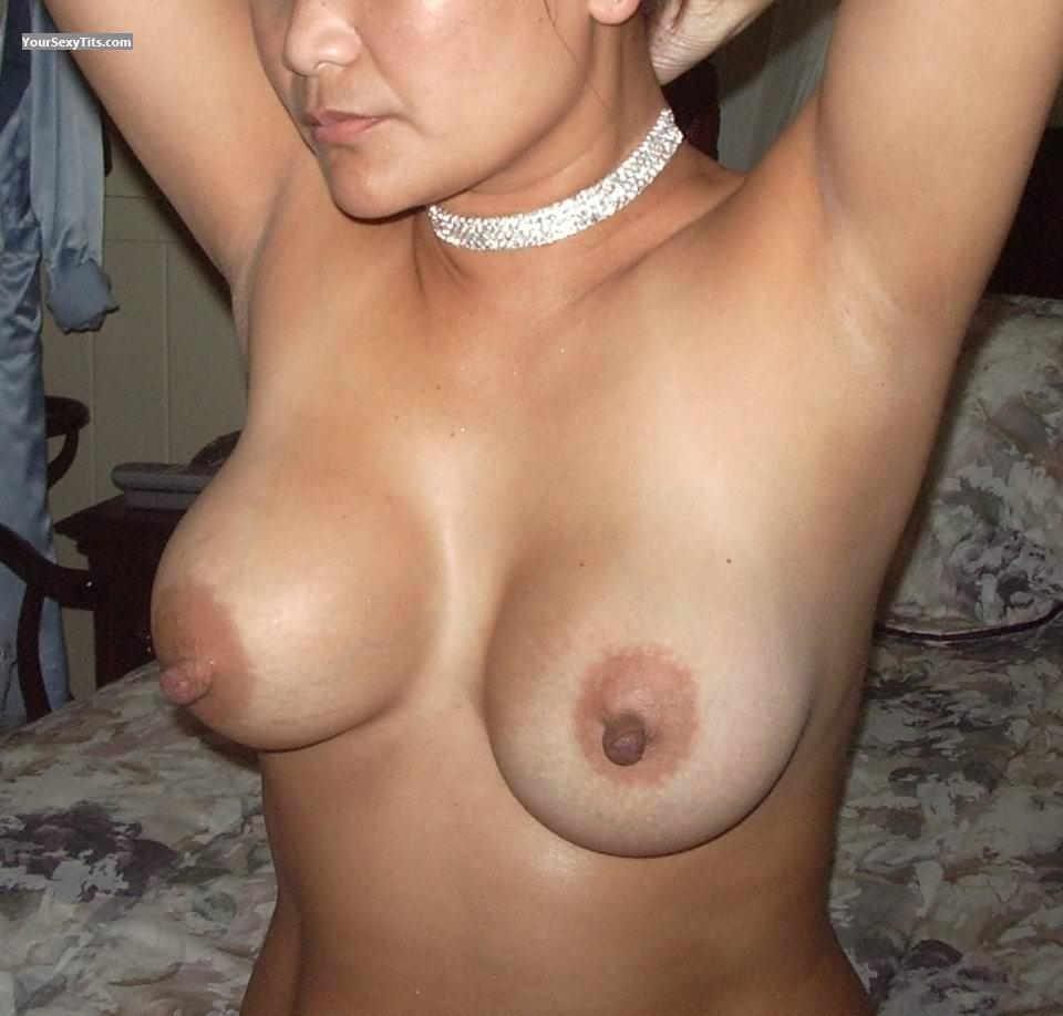 Tit Flash: Medium Tits - Inday from Philippines