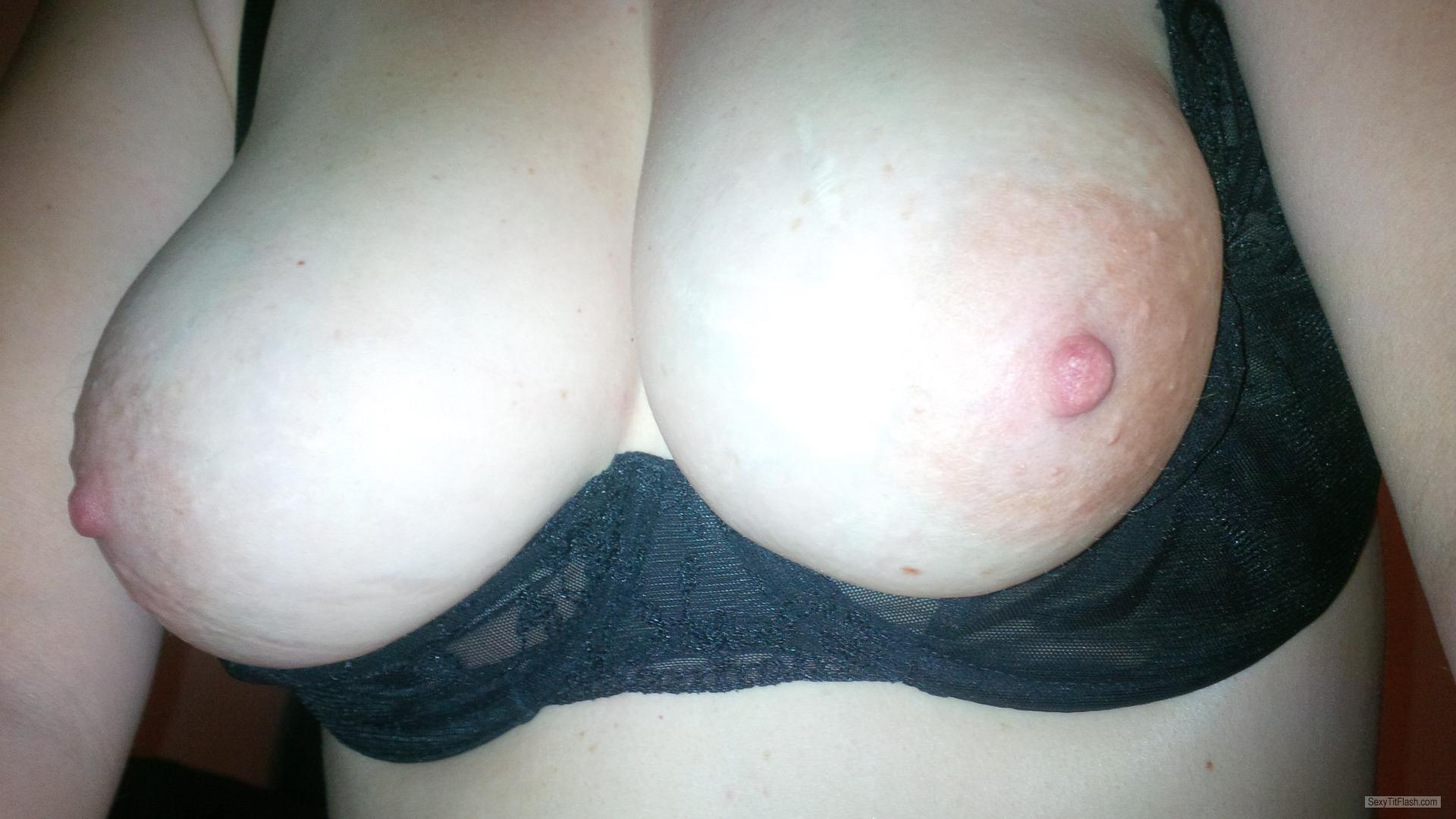 Medium Tits Of My Wife Topless Kjsxxx