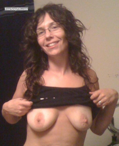 Tit Flash: Medium Tits - Sile from United States