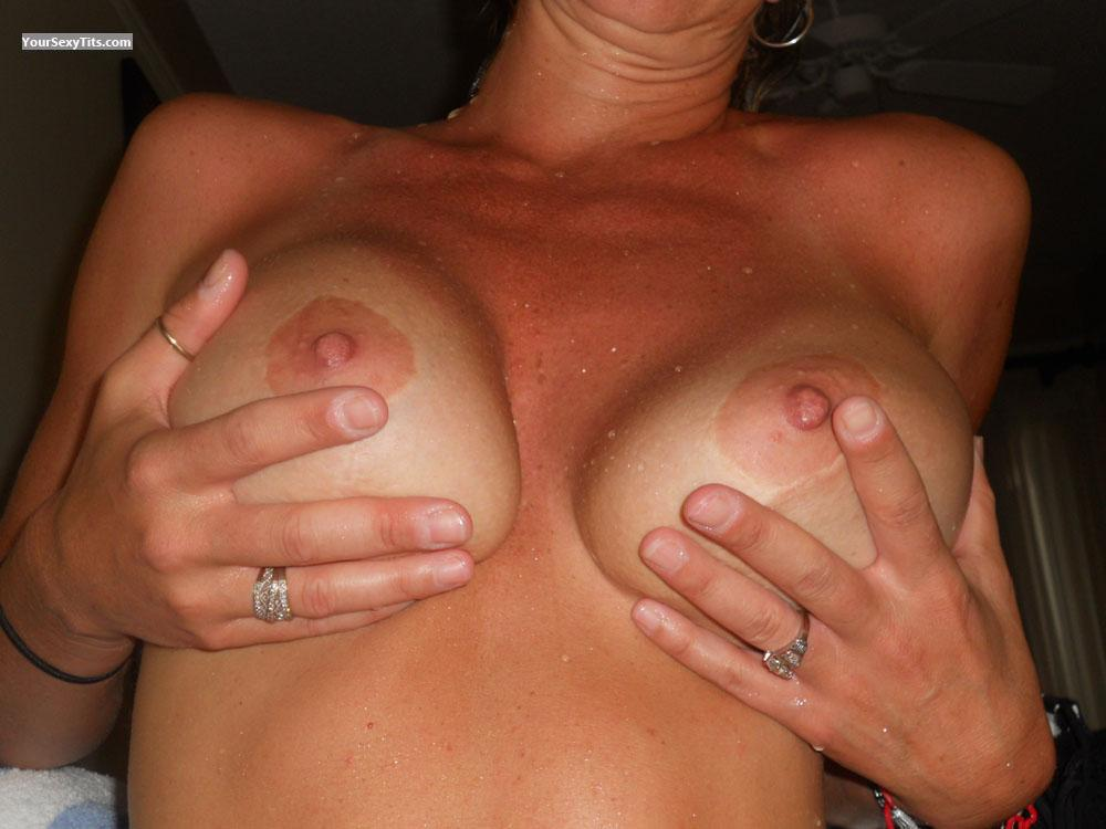 Tit Flash: Medium Tits - LAS from United States