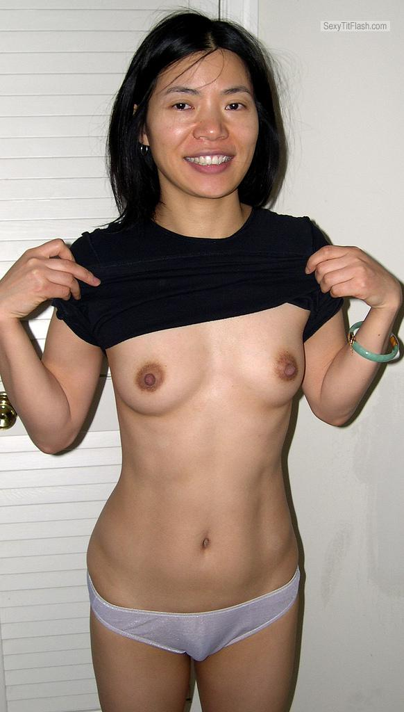 Medium Tits Of My Ex-Wife Topless Zhongyu Showng Her Tits!