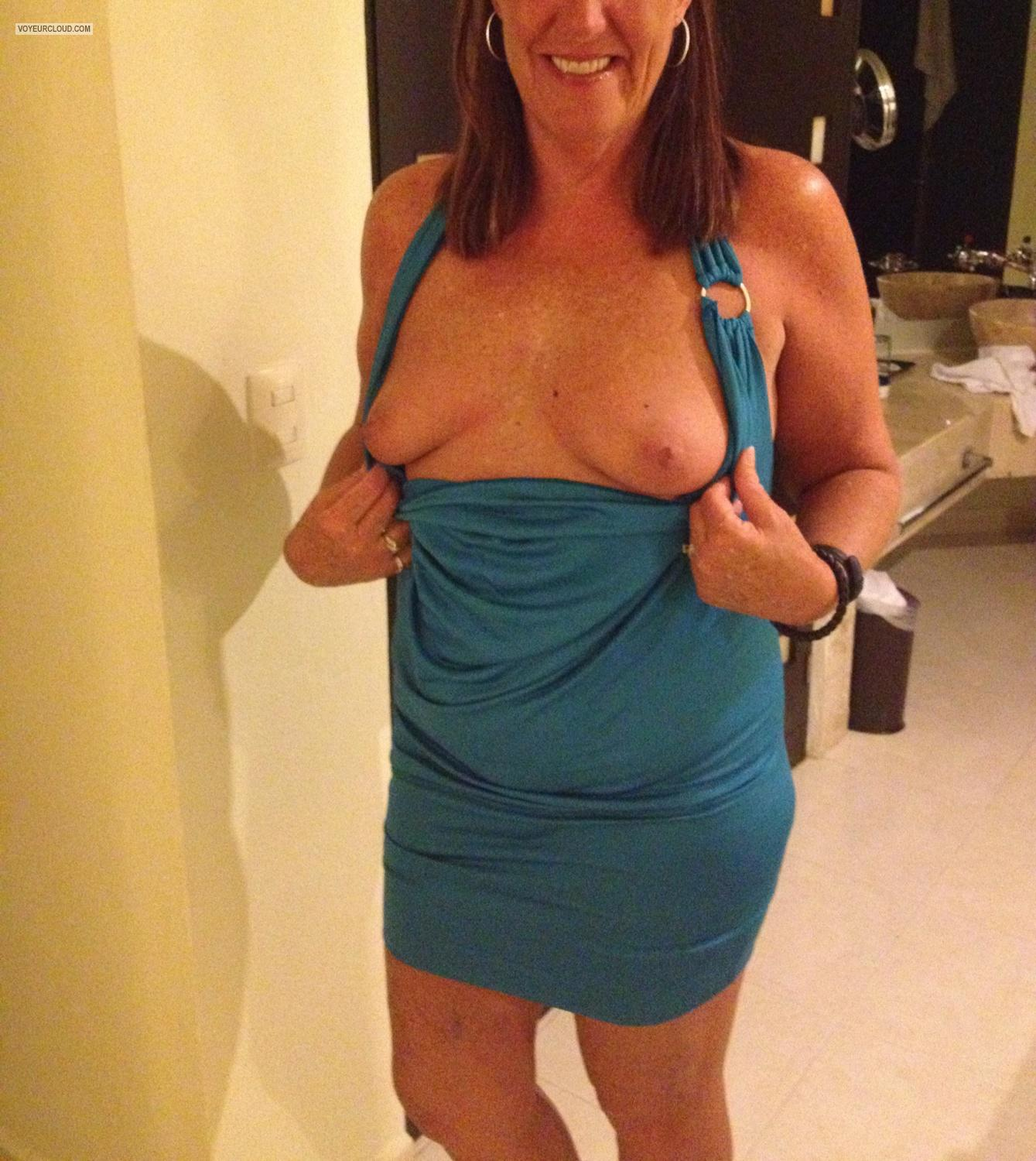 Tit Flash: Small Tits By IPhone - Txwife from United States