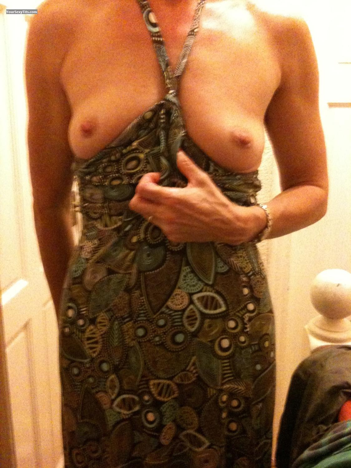 Tit Flash: Small Tits By IPhone - Butt_babe from United Kingdom