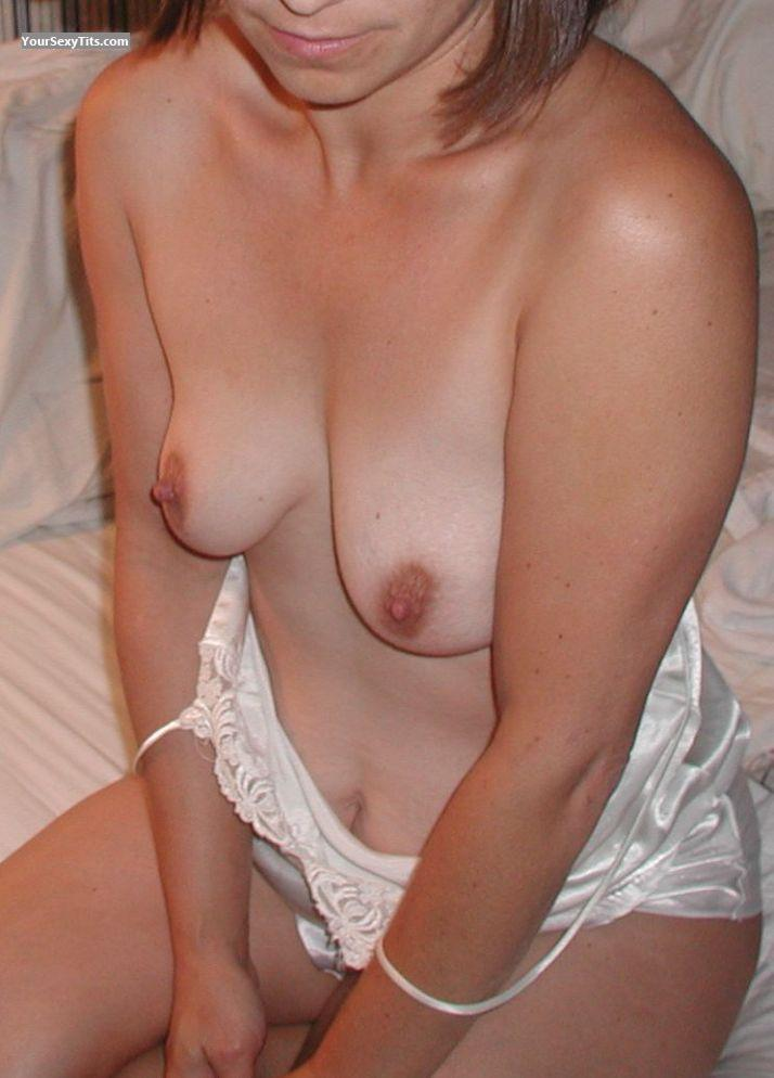 Tit Flash: Small Tits - Lisa from United States