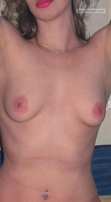 Tit Flash: Candid Woman's's Small Tits - Jufe from Germany