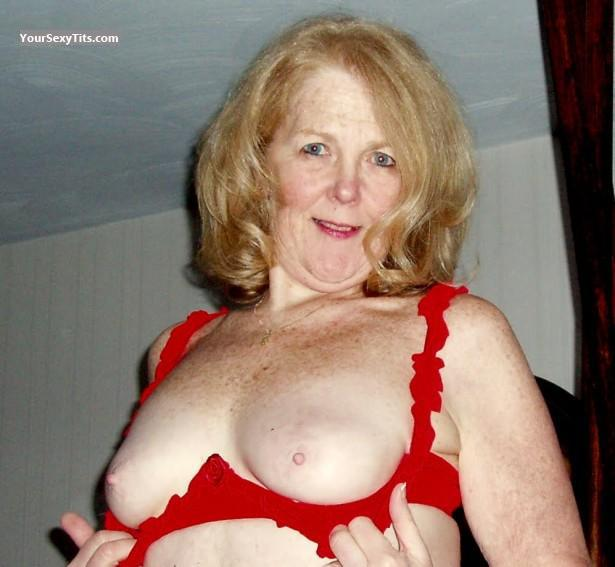 Tit Flash: Small Tits - Topless Stacy from United States