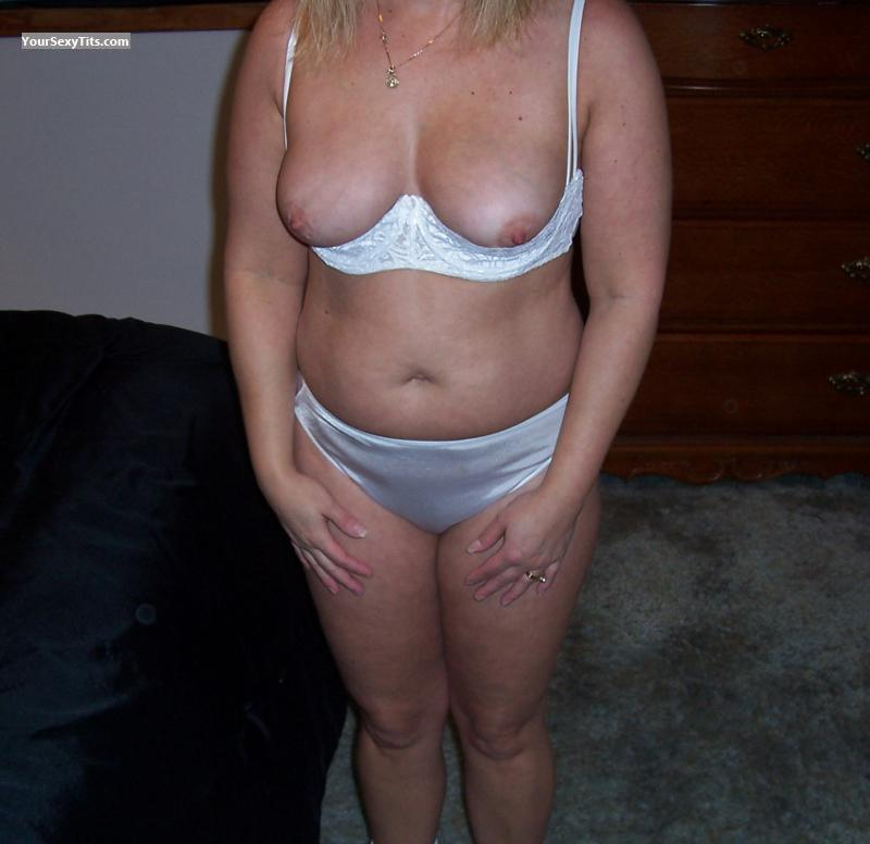 Tit Flash: Small Tits - Liz from United States