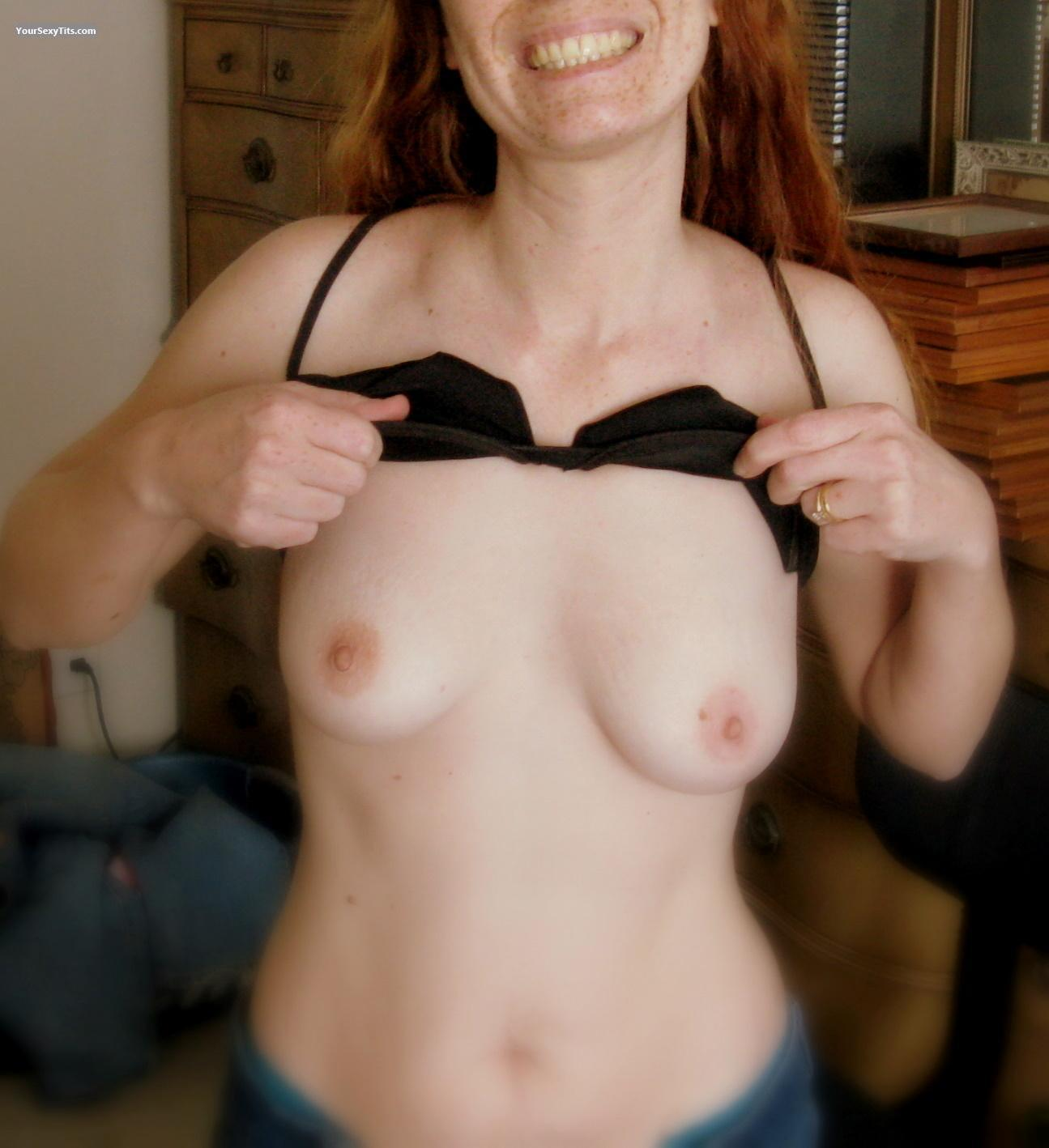 Tit Flash: Small Tits - Nicole from United States