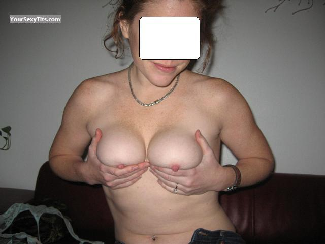 Tit Flash: Small Tits - KansasCityQueen from United States