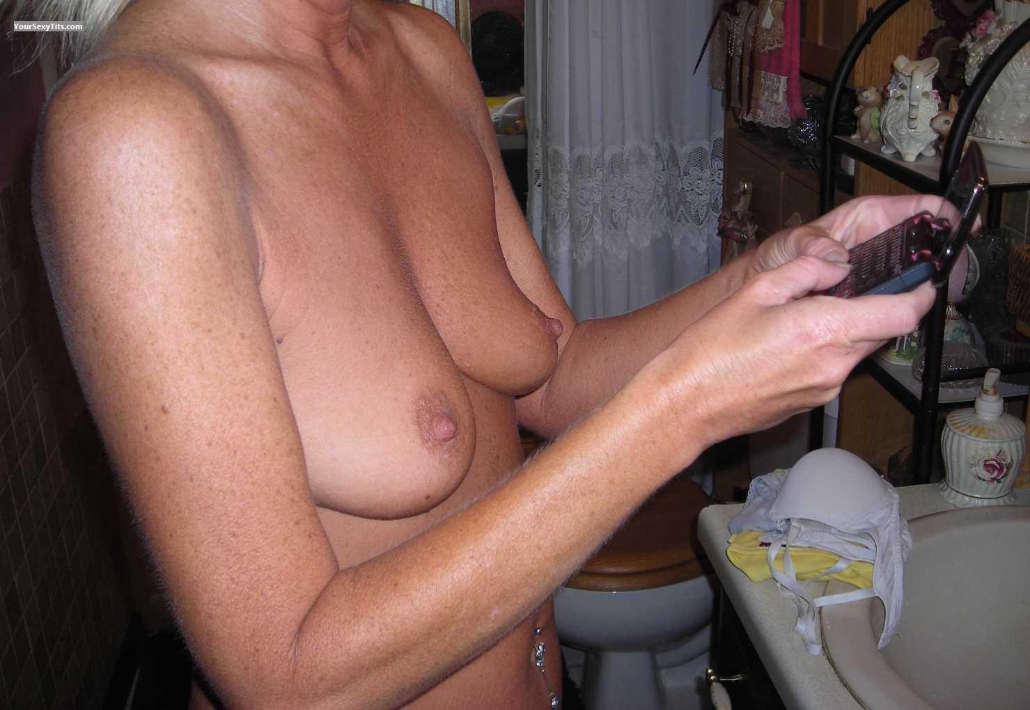Tit Flash: Small Tits - Texting from United States