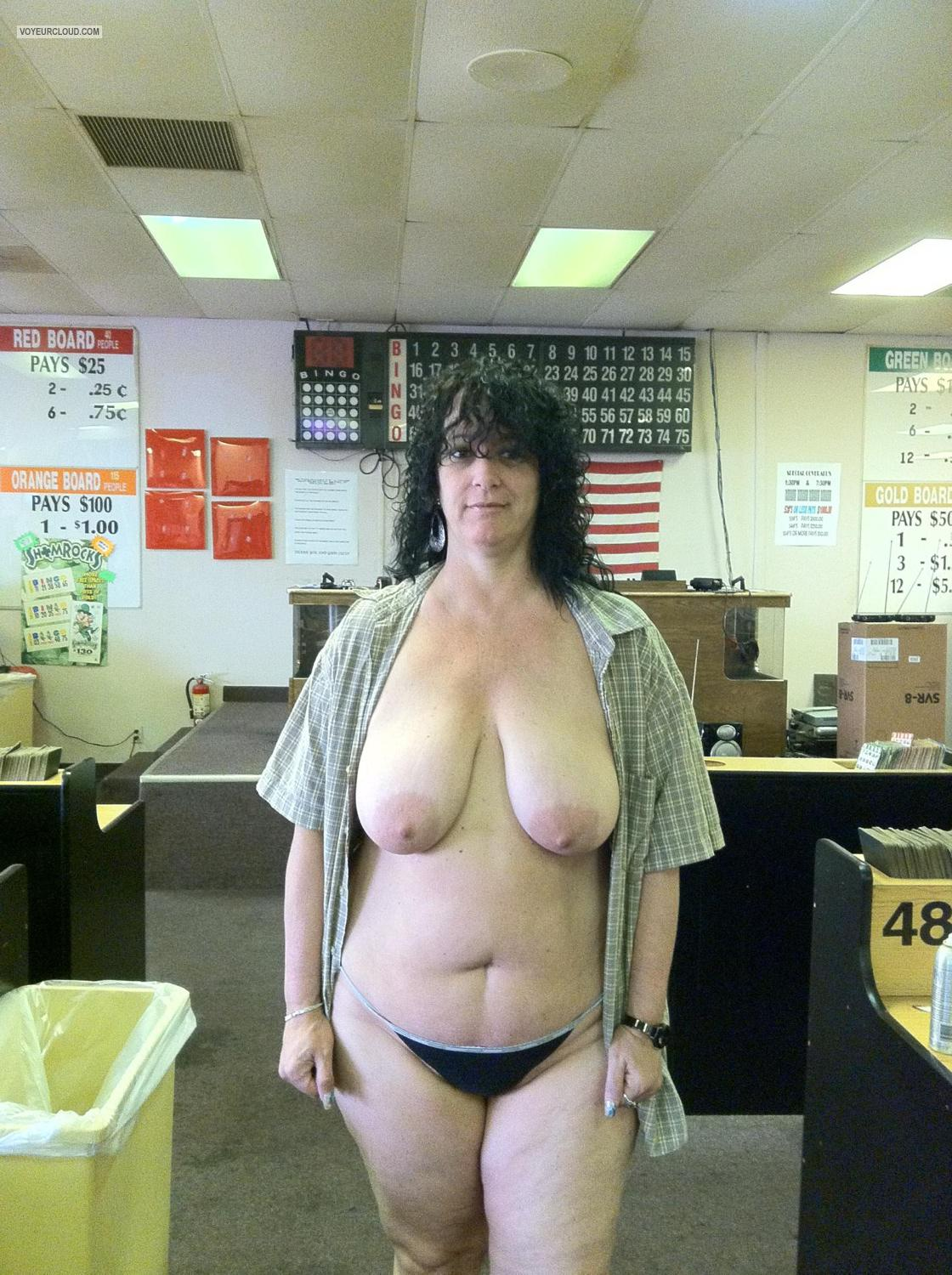 Very big Tits Topless Lori