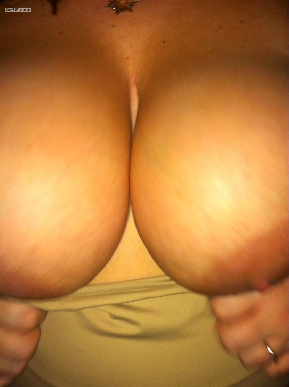 Tit Flash: Very Big Tits By IPhone - DDwife from United States