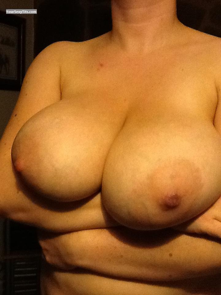 Tit Flash: Very Big Tits By IPhone - Playbunny from United Kingdom