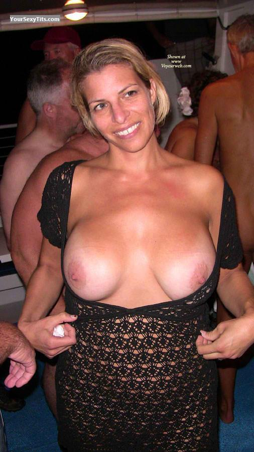 Tit Flash: Very Big Tits By IPhone - Topless Gsot from United States