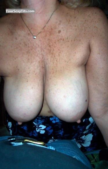 Tit Flash: Very Big Tits By IPhone - Wifey88 from United States