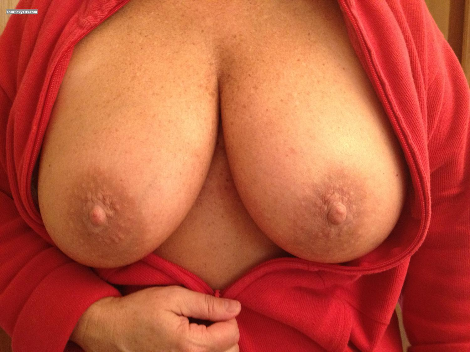 Tit Flash: Very Big Tits By IPhone - Yabo's from United States