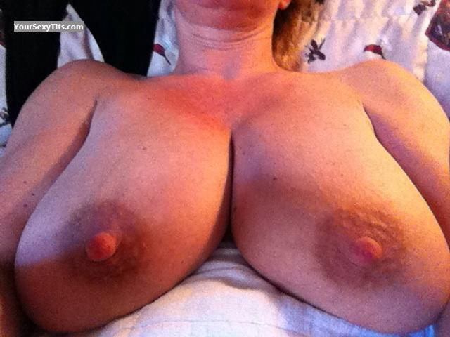 Tit Flash: Very Big Tits By IPhone - Mia from United States