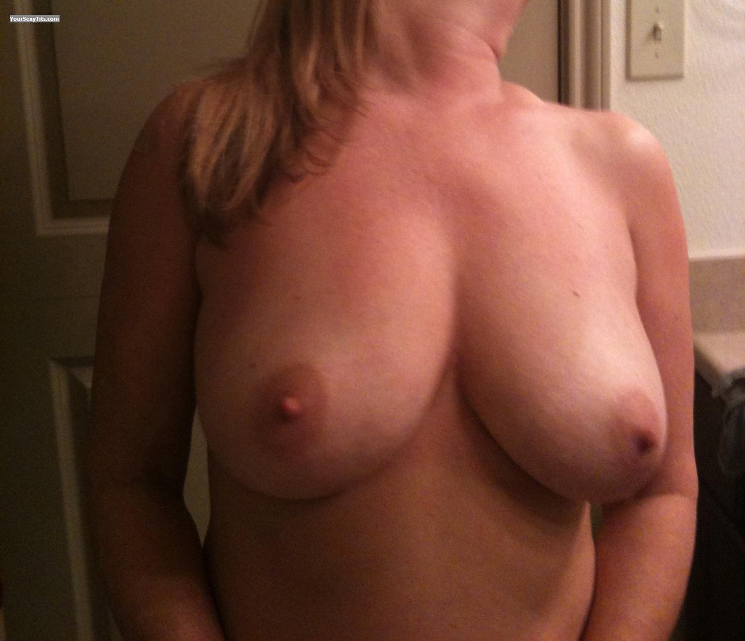 Tit Flash: Very Big Tits By IPhone - Natural50 from United States