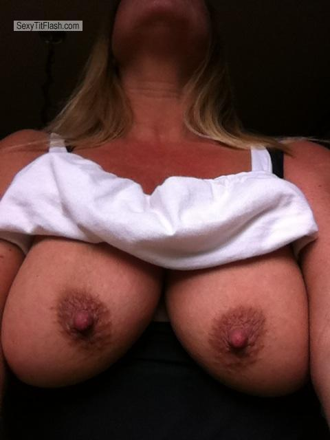 Tit Flash: Very Big Tits By IPhone - Tracey from United States