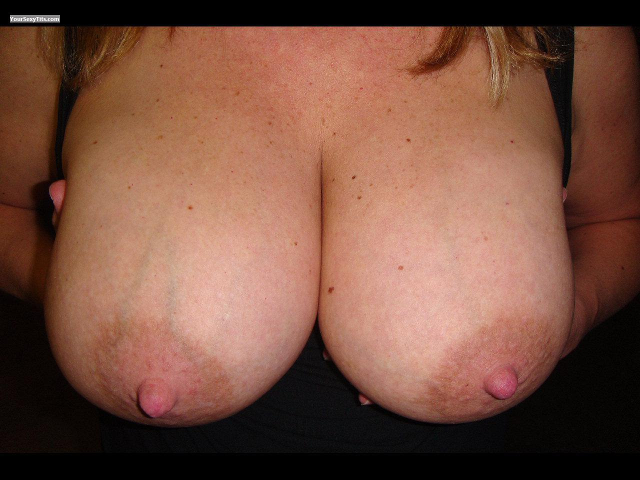 Tit Flash: Very Big Tits - 41 Y/o Milf from United States