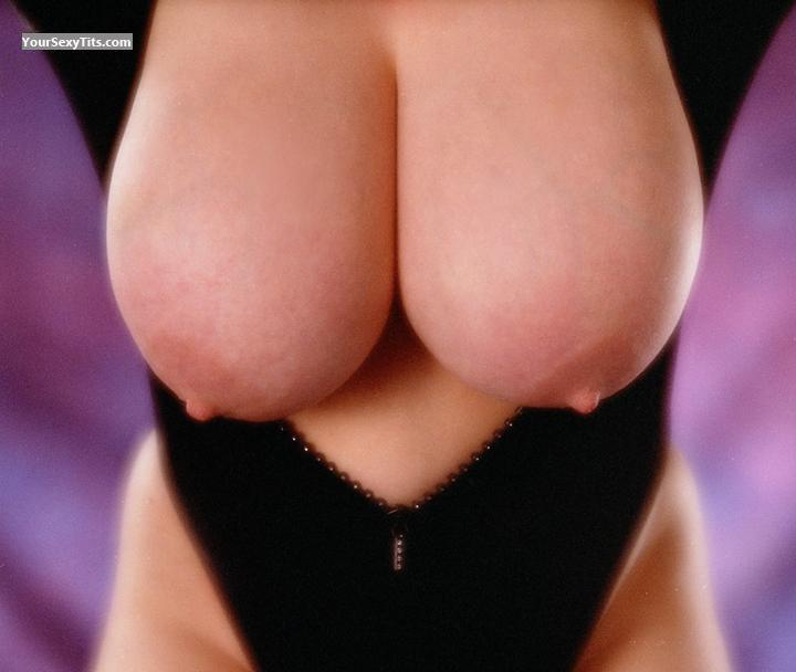 Tit Flash: Very Big Tits - Ljr from United States