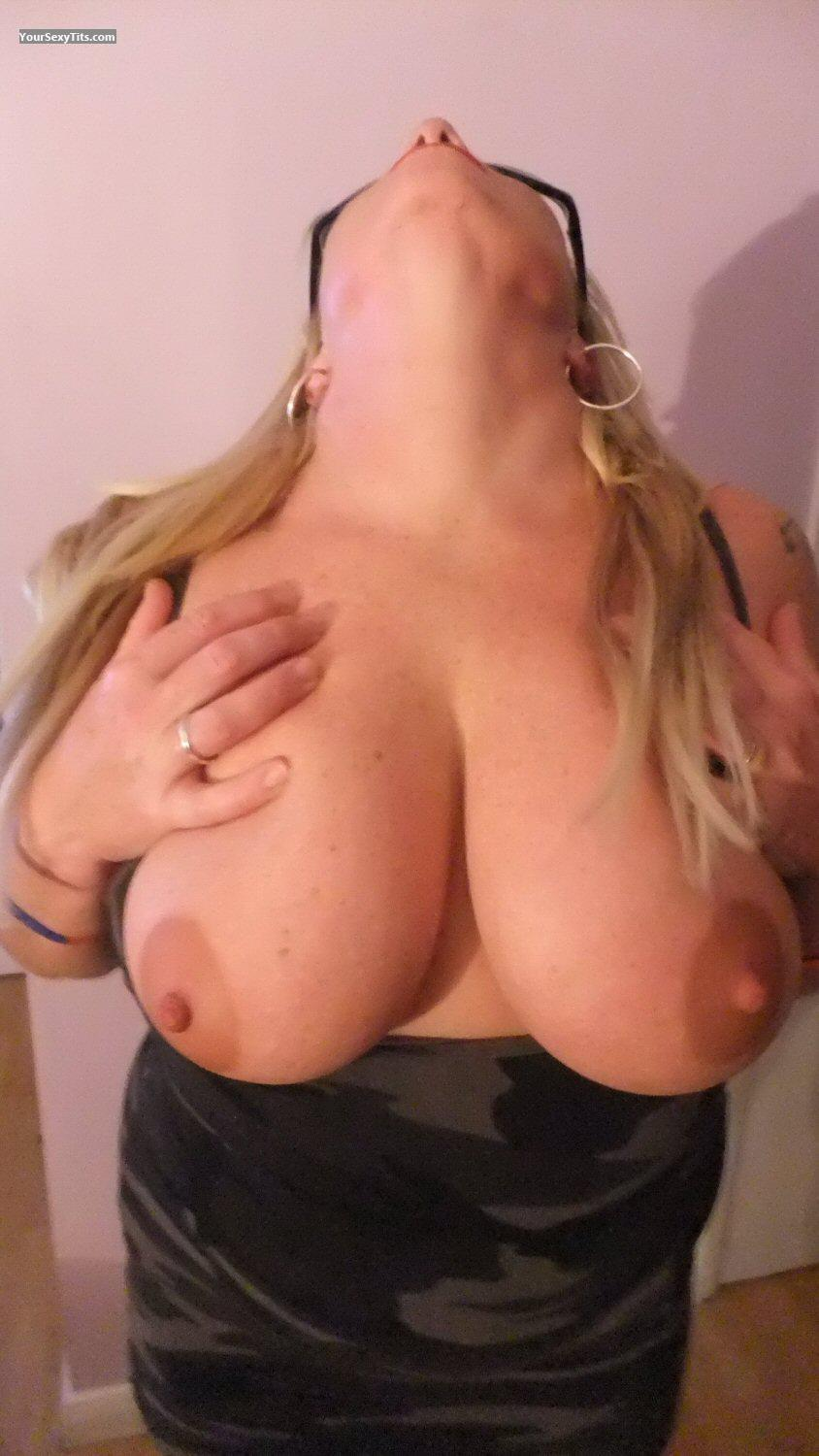 Tit Flash: Girlfriend's Very Big Tits - H from United Kingdom