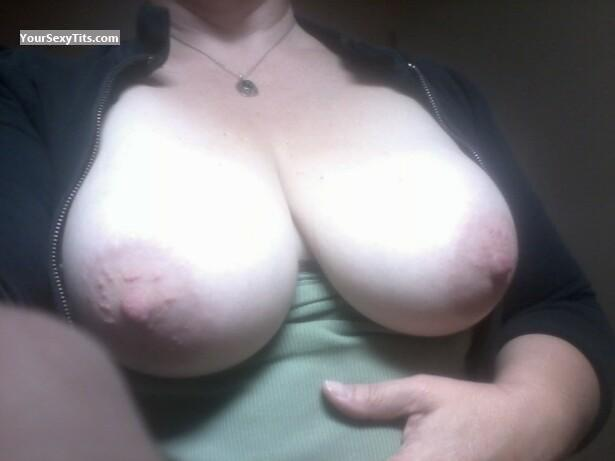 Tit Flash: Very Big Tits - MWgilf from United States