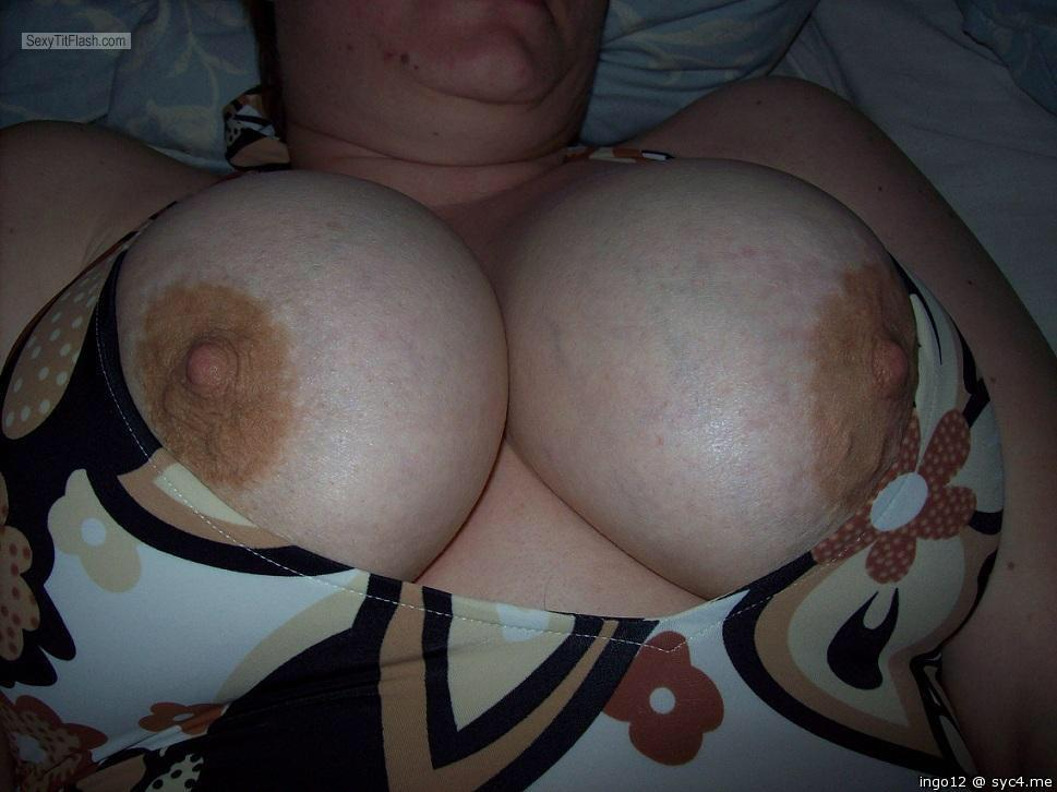 Tit Flash: Wife's Very Big Tits - Ingo12 from Germany