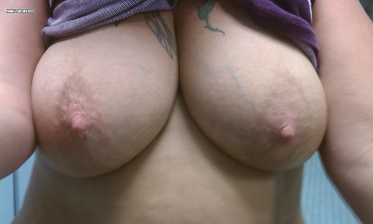 Tit Flash: Very Big Tits - Del from United States